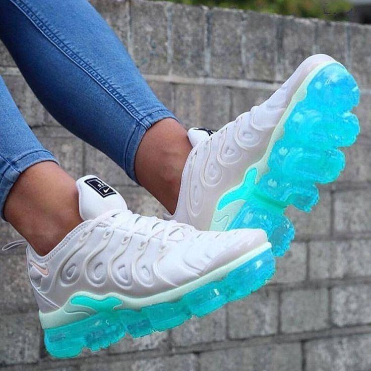 Refinería Dinkarville Brillante  NIKE AIR MAX VAPORMAX PLUS | Jordan shoes girls, Sock shoes, Sneakers  fashion