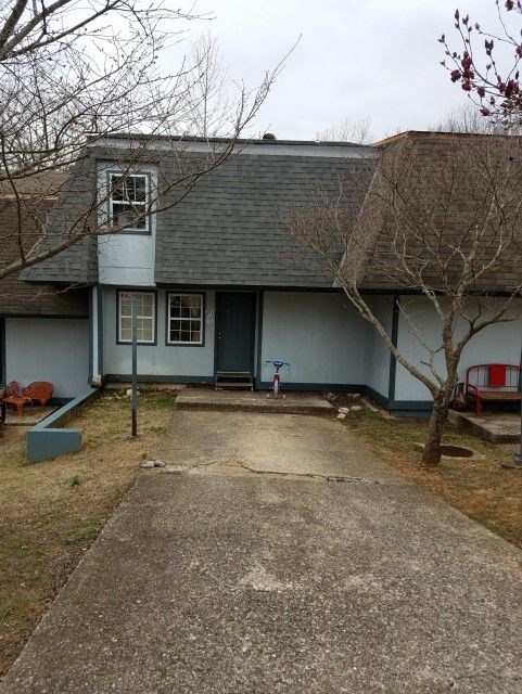 2 BEDROOM 2 BATH TOWNHOUSE NEAR THE TOWN CENTER IN CHEROKEE VILLAGE, ARKANSAS! BEDROOMS ARE ON THE SECOND FLOOR. THERE IS A WALKOUT BASEMENT WITH FAMILY ROOM AND UTILITY AREA. COMMUNITY SWIMMING POOL INCLUDED! ACCESS TO ANY OF THE 7 LAKES AND 2 GOLF COURSES!! CONTACT JEFF FOR MORE DETAILS: 870-371-1240