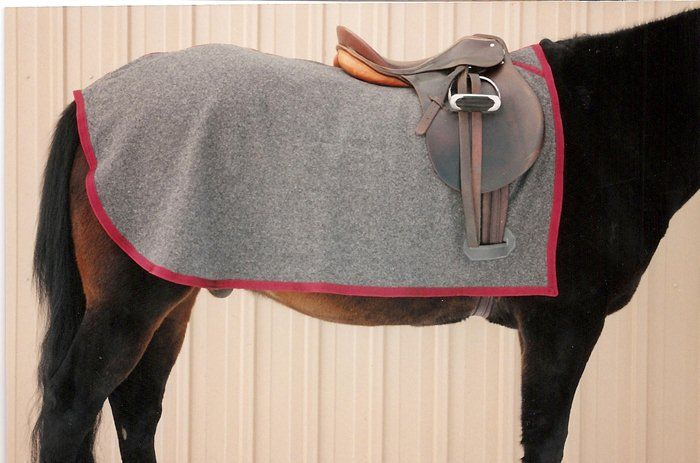 Horse Blanket - Triple Crown quarter sheet wool traditional style size 80