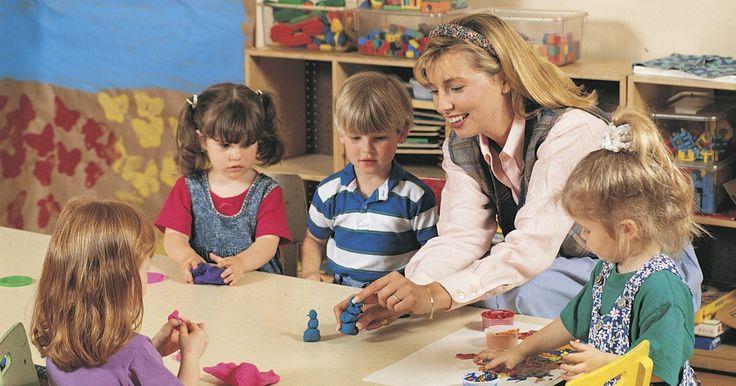 Cómo explicar par e impar a los niños de jardín de infantes. Los niños necesitan ser capaces de reconocer y clasificar los números pares e impares para prepararse para conceptos matemáticos más complejos luego en su educación. Los estudiantes usan estas habilidades para aprender divisiones, raíces cuadradas y el propósito de los primos. Entender a los números pares e impares también también ayuda a la ...