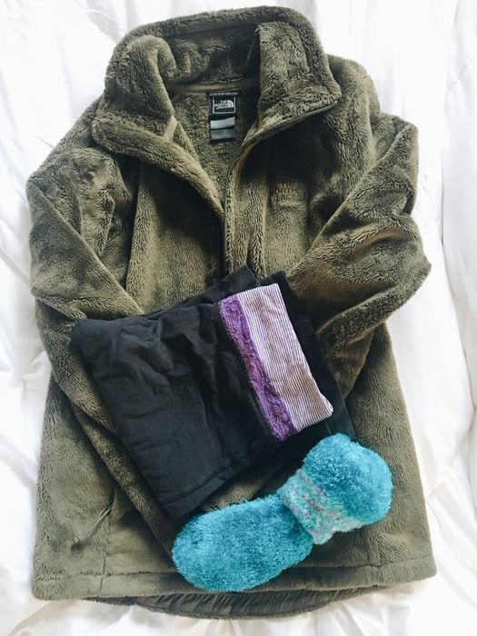 Who doesn't love a good lazy day outfit? I can't get enough of this comfy sherpa fleece jacket from north face, cozy yoga pants and of course fuzzy socks! Check out my blog post all about this perfect lazy day outfit for petite women!! Link in bio! #ShopStyle #MyShopStyle #wearitloveit #lookoftheday #currentlywearing #livinglifepetite
