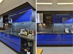 Cozinha arrojada aposta em armários com portas azul royal
