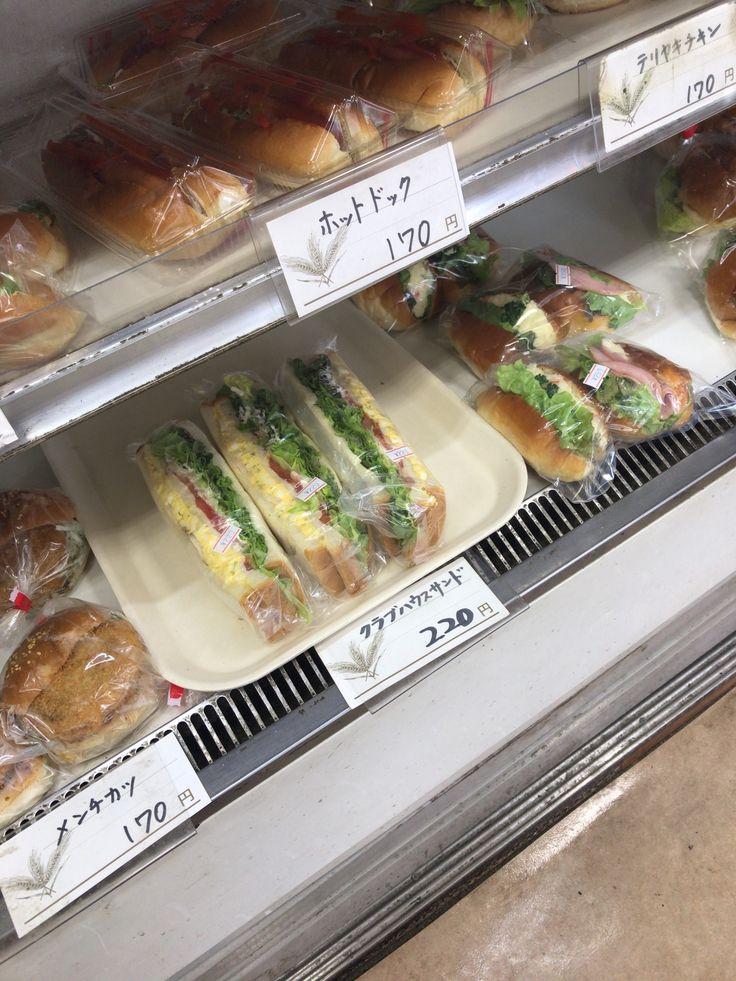 I'm at 焼きたてのパン クレッセント!