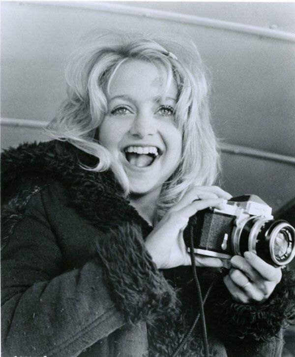 Can we talk about how beautiful she is here?? And How much she looks like Kate?!! Oh my!! **Goldie Hawn**<3