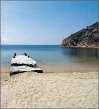 Αμμουλιανή: Το μοναδικό νησί που κατοικείται στην Χαλκιδική και μαγεύει κάθε επισκέπτη… http://oneirikataxidia.blogspot.gr/2013/07/blog-post_9279.html