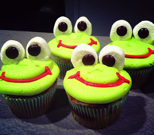 Frog Cupcakes with Marshmallow Eyes | by msamandacupcake