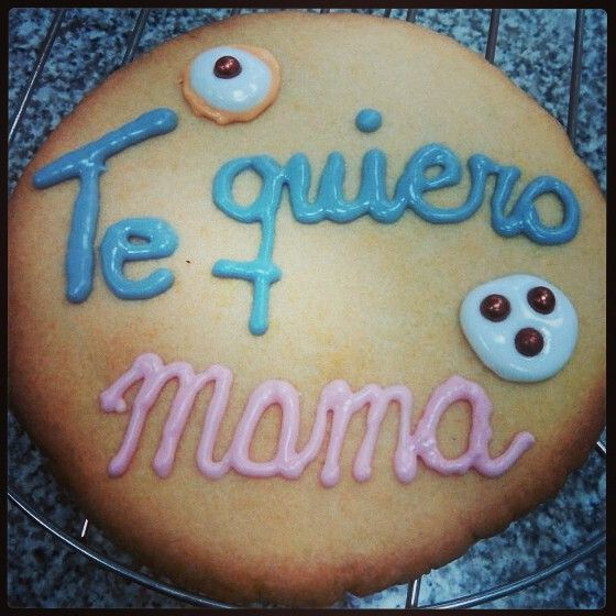 #Repostería #creativa por @ManualiMIX - Artesanía Creativa & Productos Personalizados - Artesanía Creativa & Productos Personalizados - Mega #galleta de #mantequilla #decorada con #glasa #real - Un #regalo #perfecto para #mamá en el #Día de la #madre.