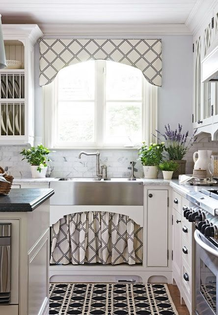 corniceKitchens Windows, Cornices Boards, Traditional Home, Under Sinks, Farms Sinks, Farmhouse Sinks, Sinks Skirts, Windows Treatments, White Kitchens