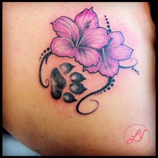 Blumentattoo, Hibiskus, Fußabdruck, Pfote des Tätowierers Black Venom Tatto …   – Hunde-Pfoten Tattoos
