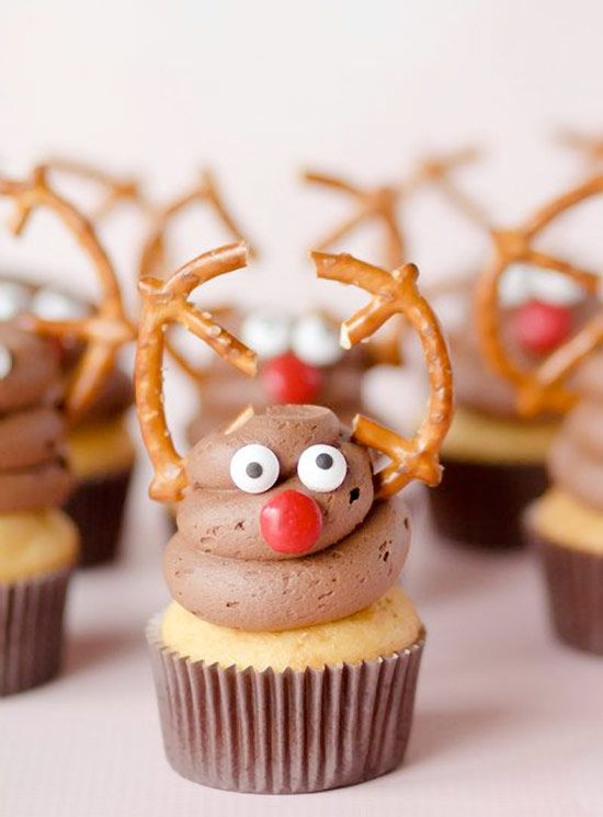 Reindeer Cupcakes … a swirl of frosting, some broken pretzel twists, sugar eyes, & a red candy nose. Completely edible & sure to bring a smile to a sweet little face!! #christmas #cupcakes #cupcakesrecipes http://thecupcakedailyblog.com/reindeer-cupcakes-recipe/