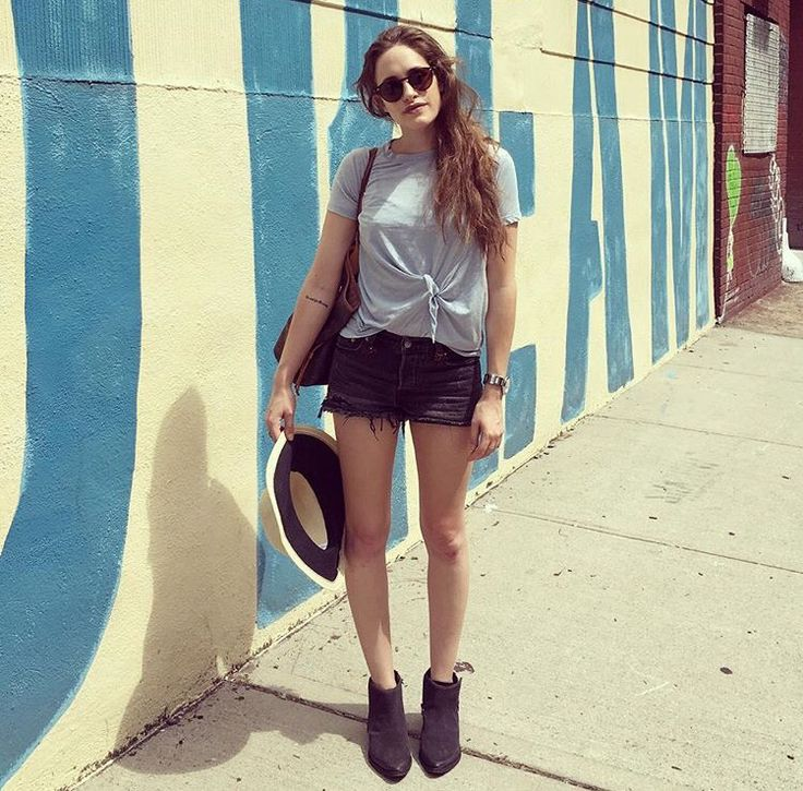 carly chaikin is my style icon.