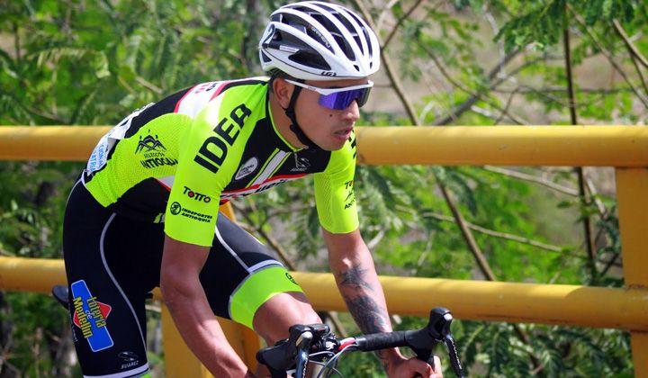 """IPIALES """"Es definitivo: Robinson Chalapud, no sigue en Orgullo Paisa y podría pasar al equipo de Víctor Hugo Peña"""".  En la foto: Robinson Chalapud, no sigue en Orgullo Paisa. Por ahora Robinson, quien reside en la ciudad de Ipiales en el departamento de Nariño, viene entrenando juicioso, además de estar pendiente de su negocio en esta población, ¨La bicicletería de Chala¨, encuentro del ciclismo del sur del país. (REVISTA MUNDO CICLISTICO - 9 Abr 2016 /IPITIMES en PINTEREST)"""