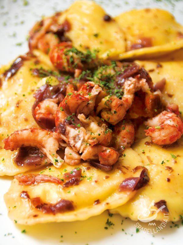 Fish ravioli with shrimp - I Ravioli di pesce con gamberi e cipolle sono così gustosi e semplici da preparare che questa ricetta diventerà il vostro jolly in cucina! Buon appetito!