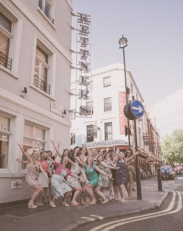 A glorious 50's hen party affair perfect for the vintage hen or a 50s styled party. #50shenparty #1950shenpartyideas #vintagehenparty #vintagehenparties