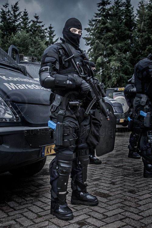 The 'Koninklijke Marechaussee' (Royal Mil. Police) train in several possible disturbances.....