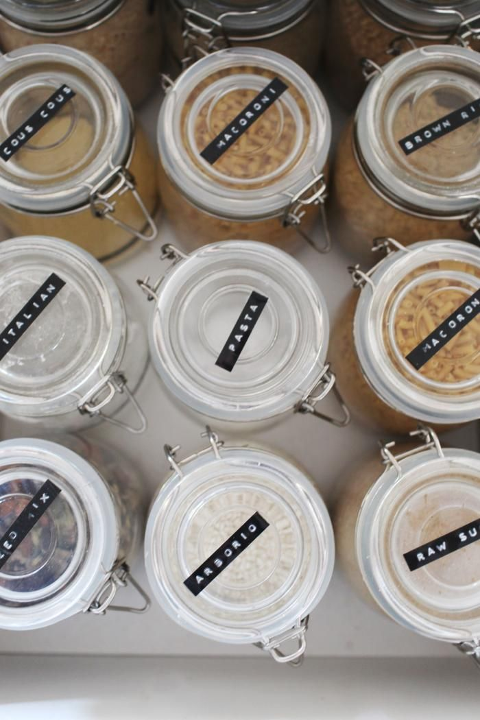 Vul je weckpotten met kruiden, meel, pasta en suiker.. Label erop en nooit meer lang zoeken! #libelle