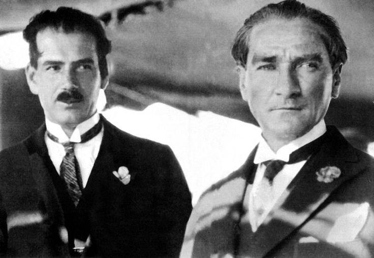 Rusen Esref and Mustafa Kemal.Ruşen Eşref Bey, Cumhurbaşkanı Gazi Mustafa Kemal ile Ertuğrul Yatı'nda (5 Haziran 1928)
