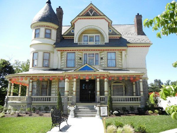 Queen Anne mansion in Eureka Springs Arkansas, now a museum