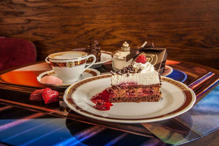 cake pom - pom