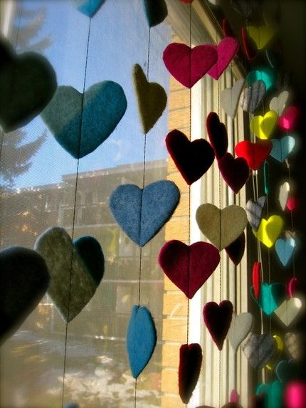 Felt heart garlands--I'm totally doing this if I have a girl nxt. I'll coordinate them to match the flags I made for Joey. They'll each have something on their side of the room!