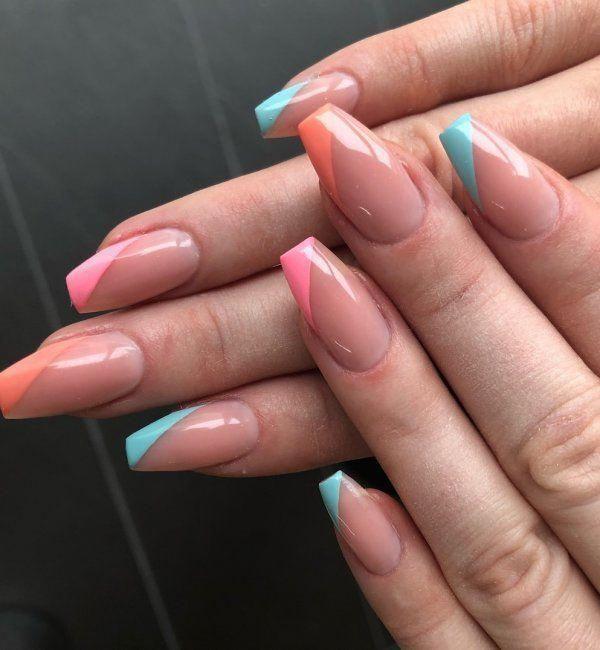 Prachtige Franse lange nagels met gekleurde tips # manicure # frenchtips # nagels # som …