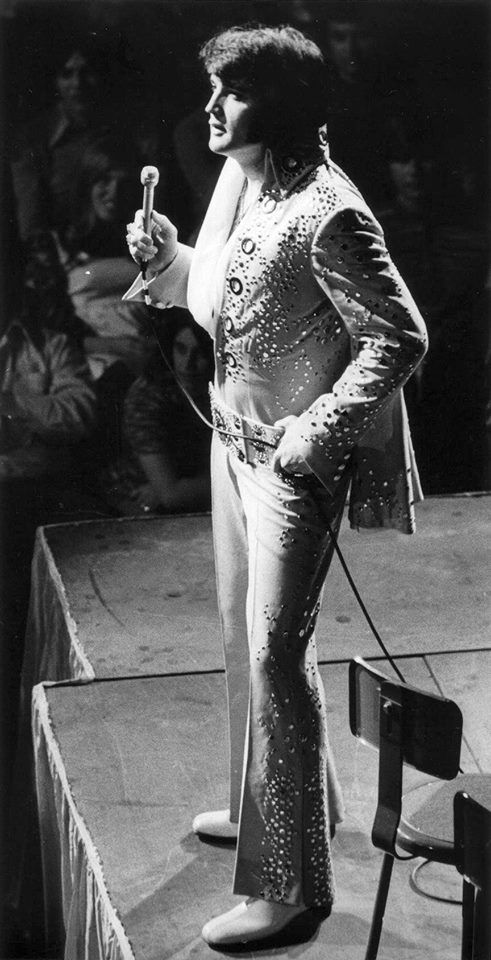 """Elvis - """"rare photo from the collection of Mike Florysiak. Scanned from his original press photo. Buffalo 04/05/1972"""" 