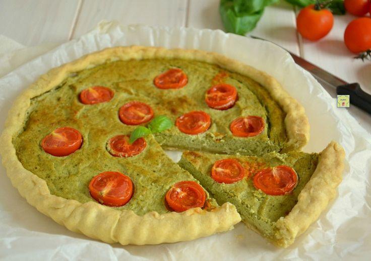 La torta ricotta pesto e pomodorini è una deliziosa torta salata facilissima da preparare con pochi, semplici ingredienti e ricca di gusto!