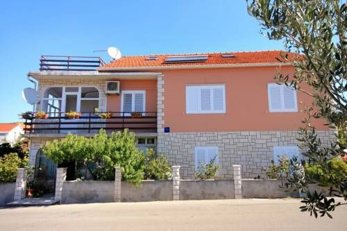 Apartment Vela Luka 9277a Vela Luka Apartment Vela Luka 9277a offers pet-friendly accommodation in Vela Luka, 45 km from Makarska. Guests benefit from terrace. Free WiFi is featured throughout the property.  The kitchen is fitted with an oven. A TV is available.