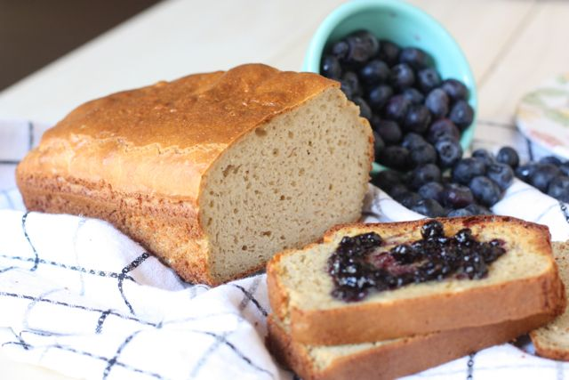 A gluten-free and grain-free white bread that is light and fluffy and doesn't have yeast! #Paleo too!