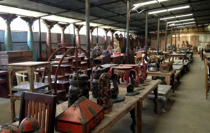 In case you have an eye for something very special, take a visit to city's Sharma Farms located in Chattarpur. Their range includes everything from tables, sofas, chairs to antique clocks and more.