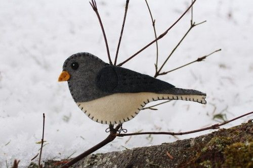 This artist has been creating tutorials and patterns for wild bird ornaments from felt for some time now. She's incredinly talented, and I always enjoy reading her entires.   Dark-eyed Junco pattern & tutorial. Others at the site.