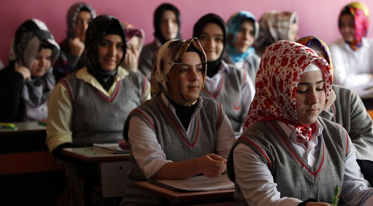 """""""There are 181,036 child brides in our country, unfortunately...nearly 20,000 parents filed applications to marry off their under-16 girls in 2012,"""" Nuriye Kadan, an Izmir Bar Association central executive board member and women's rights advocate said during the conference on Sunday, citing data from Turkey Population and Health Research,  ©Murad Sezer"""
