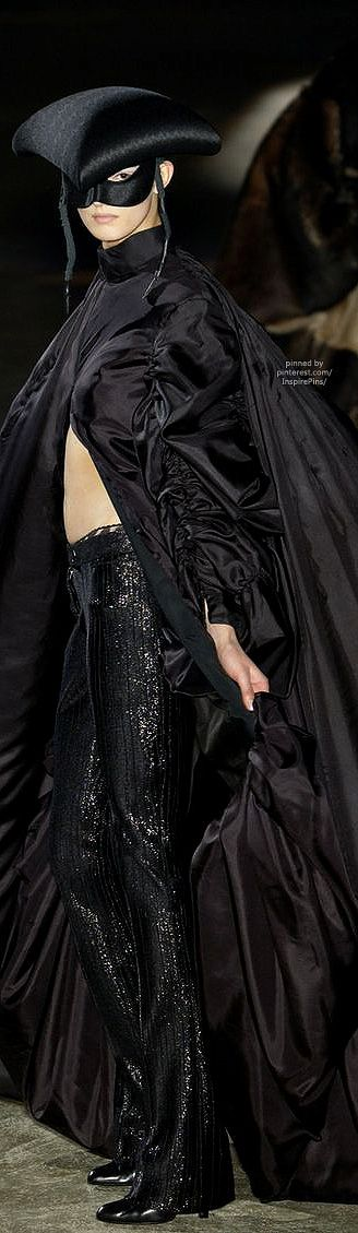 Alexander McQueen FW2002 #PurelyInspiration
