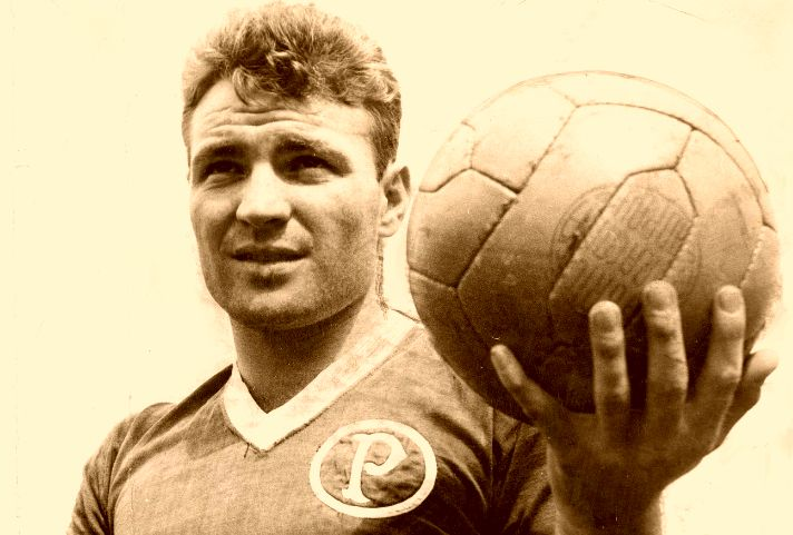 José João Altafini (Sociedade Esportiva Palmeiras, 1956–1958, 114 apps, 89 goals)