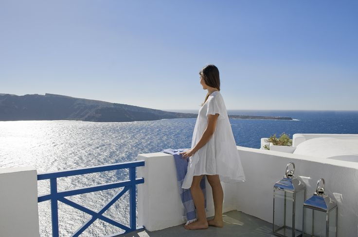 Wake up and enjoy the breathtaking view of #esperas hotel in #Oia , #Santorini. Esperas hotel is located in one of the most privileged places in Oia, offering you the unique opportunity to enjoy the stunning #caldera and the unique Santorini #sunset without need to move from our hotel.