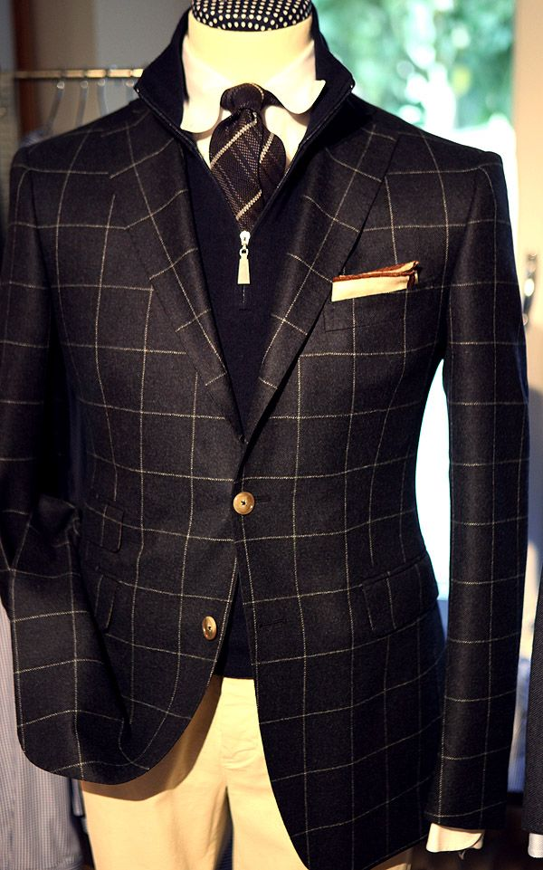 Love the combination of a dark blazer and sweater with light shirt and trousers.