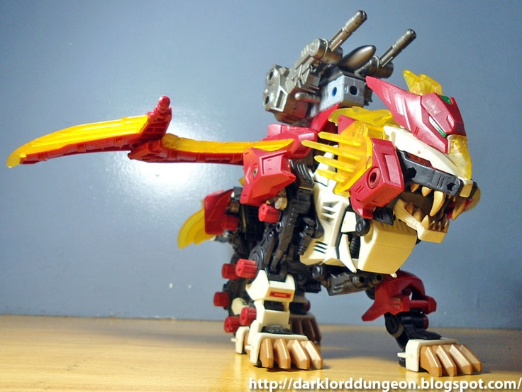 Presenting the Dungeon's Zoids Liger Zero Phoenix. While doing the research for this review, I've came to the surprising realization that one of the nicest toys to have invested in in the past two or three decades are Zoids