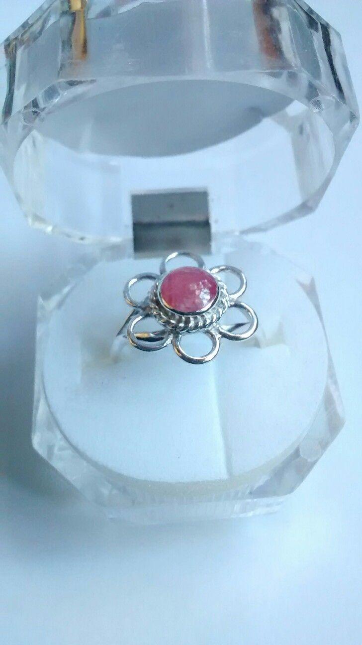 Anillo de plata diseño flor con piedra rodrocrosita