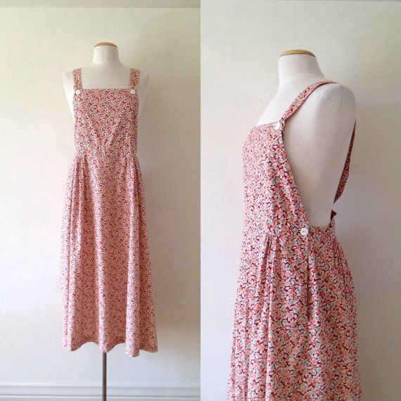 vintage 90s floral jumper dress with side pockets. light airy cotton, slight drop waist and 2 buttons on the straps.  approx. size: m label: tweeds