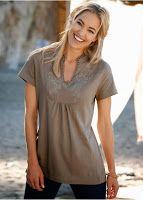 Tricouri trendy primavara 2015 Tricourile cele mai moderne din colecțiile cele mai noi. Feminine, elegante, practice. Propuneri pentru serviciu și întâlnire. Fiecare găsește aici câte ceva pentru sine. http://www.magazinuniversal.net/2015/03/tricouri-trendy-femei-primavara-2015.html