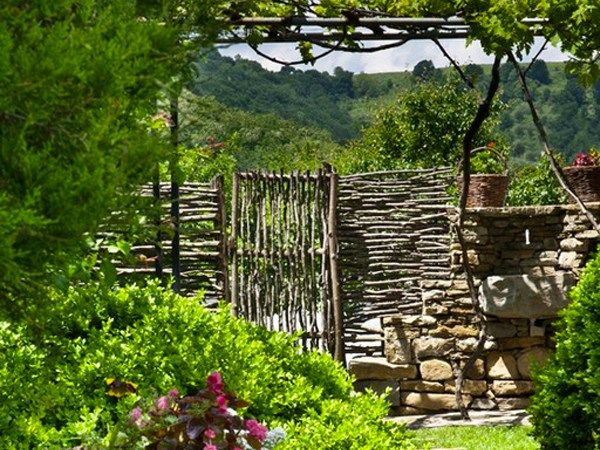 5 ideas for a rustic fence