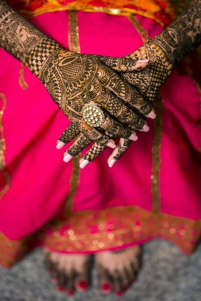 Mehendi Designs - Intricate Bridal Mehendi Design with a Gold and Kundan Ring | WedMegood | Picture Courtesy: @abhitjhanji #wedmegood #bridal #mehendidesigns