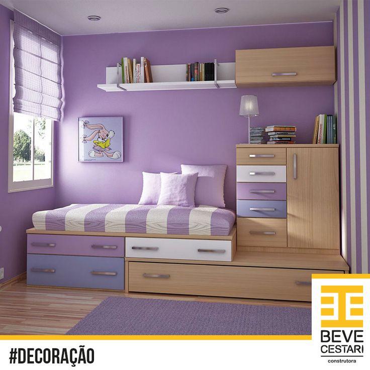 Linda inspiração para quarto de meninas.  A versatilidade dos armários permite que elas guardem tudo e, com o espaço que fica, dá até para chamar as amigas para dormir em casa. Curtiu?
