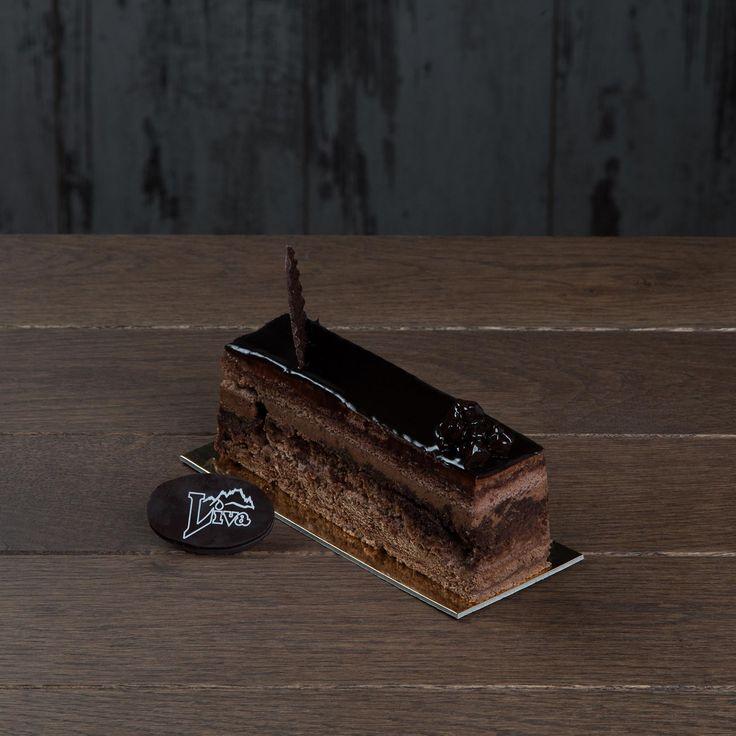 Çikolatalı Parfe. Her katında çikolatanın tadına varacağınız çikolata parçaları ile süslenmiş bu enfes parfe, ilhamını çikolatadan alanları bekliyor.