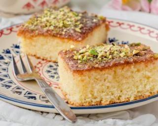 Gâteau au quinoa façon basboussa aux pistaches et à la fleur d'oranger pour chrononutrition