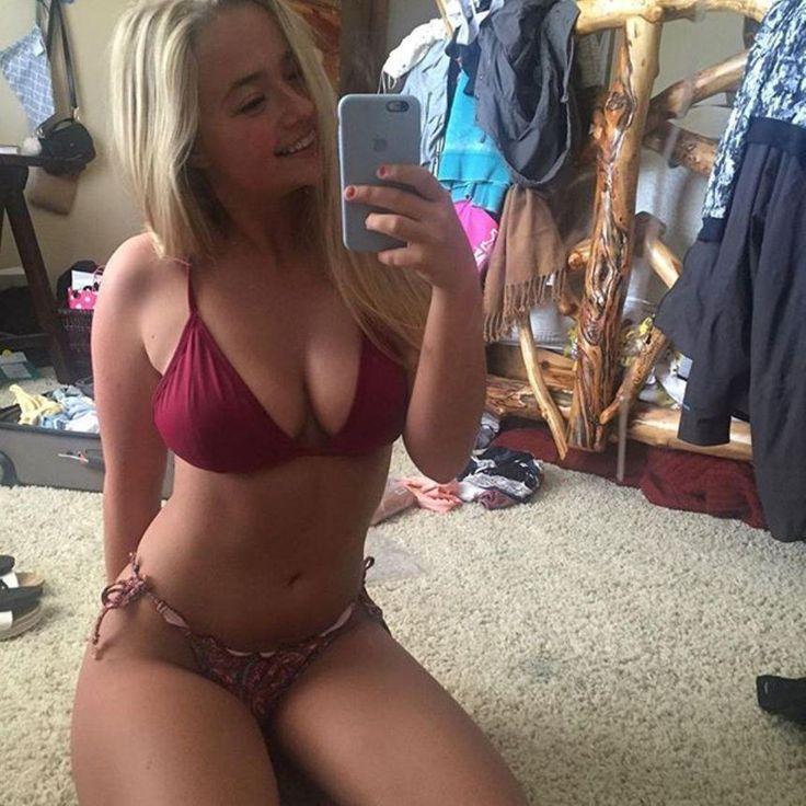 Cudna blondyneczka w czerwonym bikini ma czym oddychać
