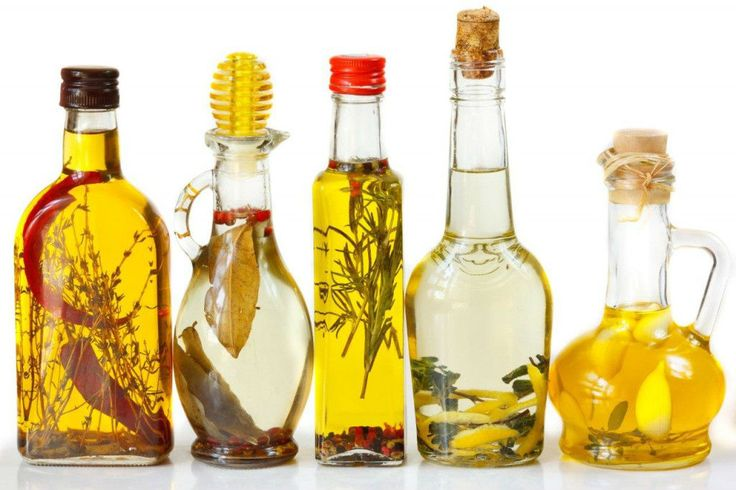 Si quieres tener siempre a mano un aliño aromático para tus ensaladas, no te pierdas este sencillo truco para aromatizar tus aceites. ¡Rápido y muy sabroso! #Aceites_Aromáticos #trucos #consejos #cocina #aceite