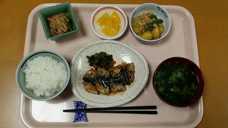 6月2日。魚の蒲焼き、じゃが芋の鶏そぼろあん、春雨の中華和え、小松菜の味噌汁、桃缶でした!魚の蒲焼きが特に美味しかったです!645カロリーでした♪