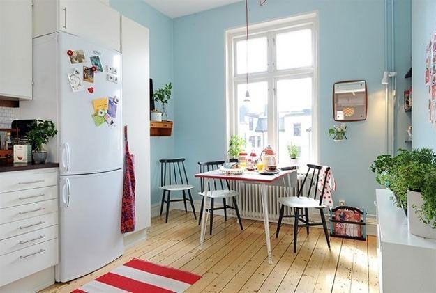 Retro kjøkken, lyseblått og rødt.