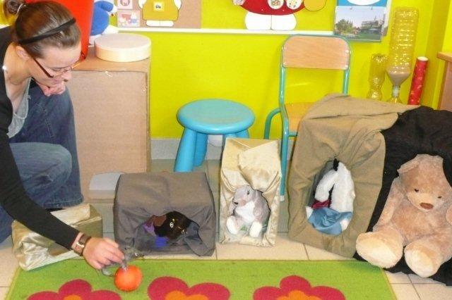 Verhaal vertellen adhv voorwerpen, figuren Verhaal: Kleine muis zoekt een huis:
